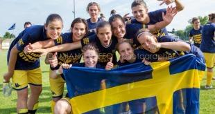 Damiano Buffo fotóján, a csapat a svéd kapust, Stephanie Öhrströmöt ünnepli. Jó volna egy piros-fehér-zöld zászlós kép is